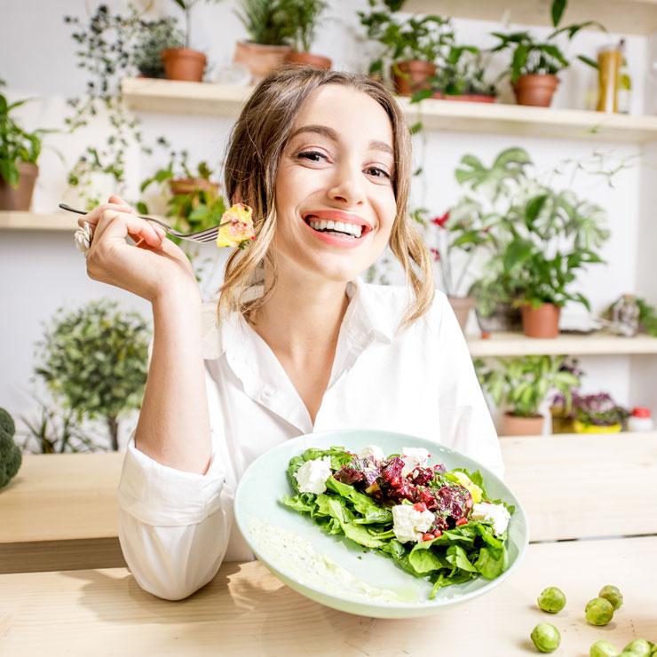 consommant des produits écologiques